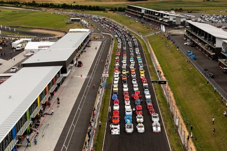 porsche-festival-record-of-402-porsche-cars-on-track-hampton-downs-nz-b-1